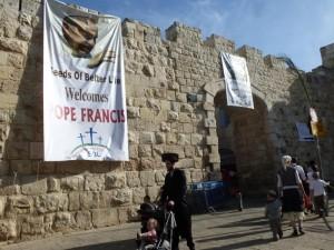 eine Hoffnung: der besuch von Papst Franziskus Ende Mai