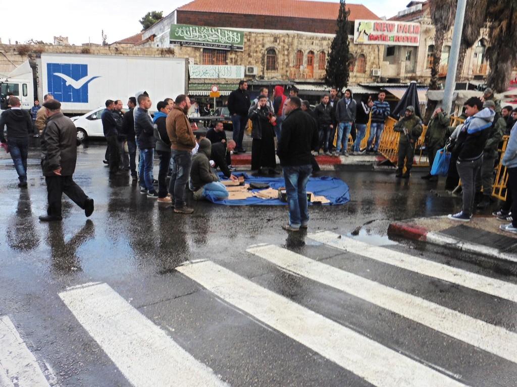 """""""Zum Gebet"""" vor dem Checkpoint"""