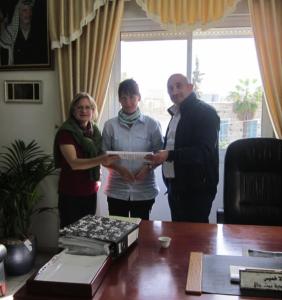 (Von re n li: der Bürgermeister von Beit Jala, Nicola Khamis, Juliane Lukas aus Jena, Eleonore Straub)
