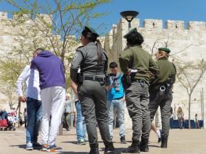Kontrollen nicht nur am Checkpoint hier Ausweiskontrolle am Jaffa-Gate