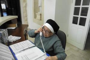 erst besorgt, jetzt glücklich: Schwester Magdala