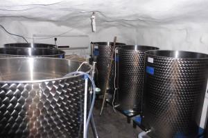Höhle zum Weinkeller umfunktioniert