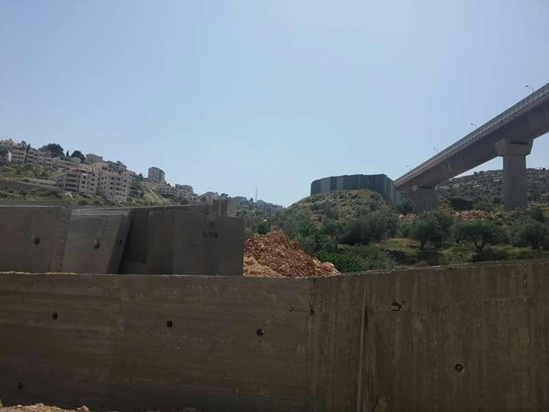 in Beton gegossen: die Mauer verschließt den Zugang zum Cremisantal