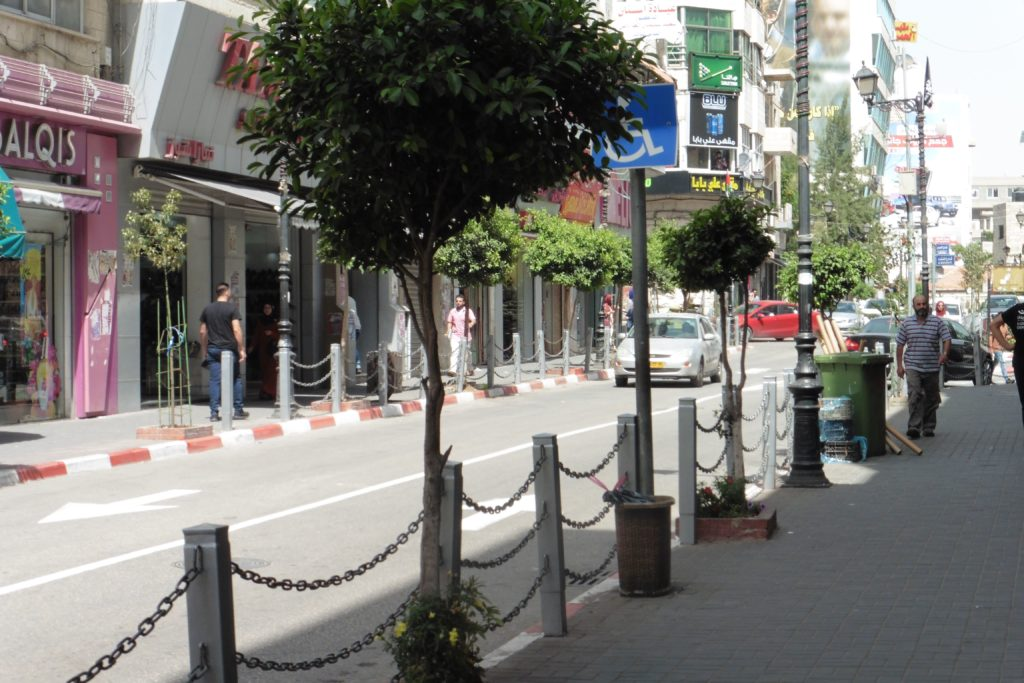 """die """"Prachtstraße"""" von Ramallah: die Main - oder nach der dort befindlichen Eisdiele Rukap Street genannt"""