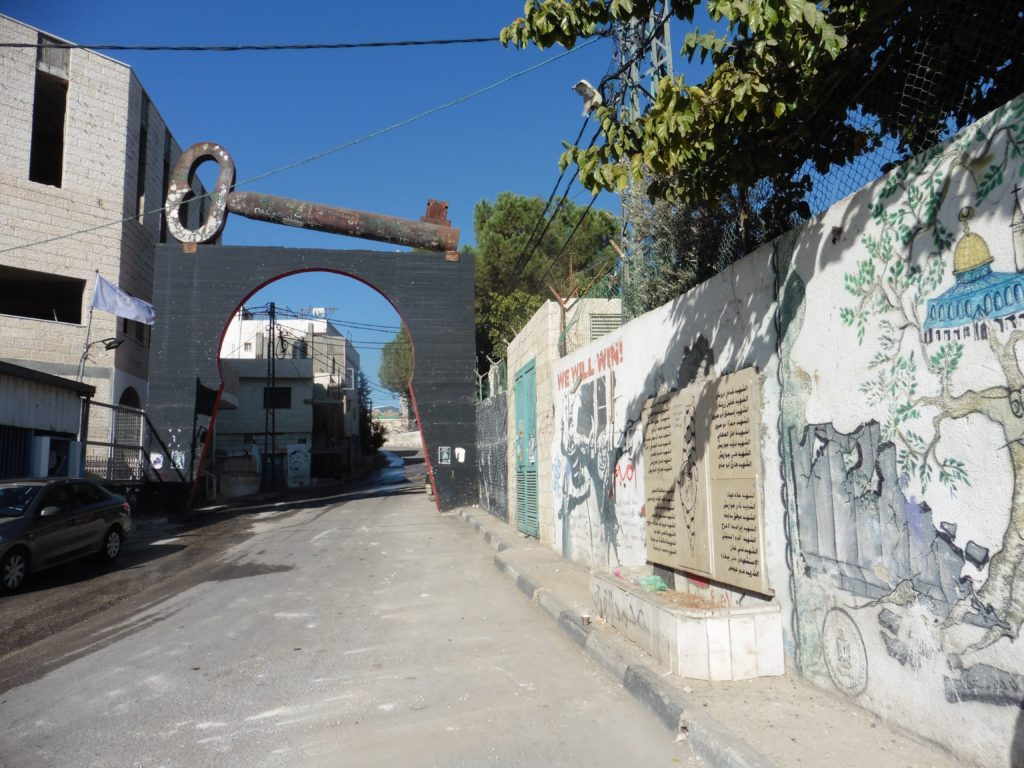 """Flüchtlingscamp Aida in Bethlehem mit dem """"größten"""" Schlüssel der Welt der den Rückkehrwillen der Palästinenser dokumentiert"""