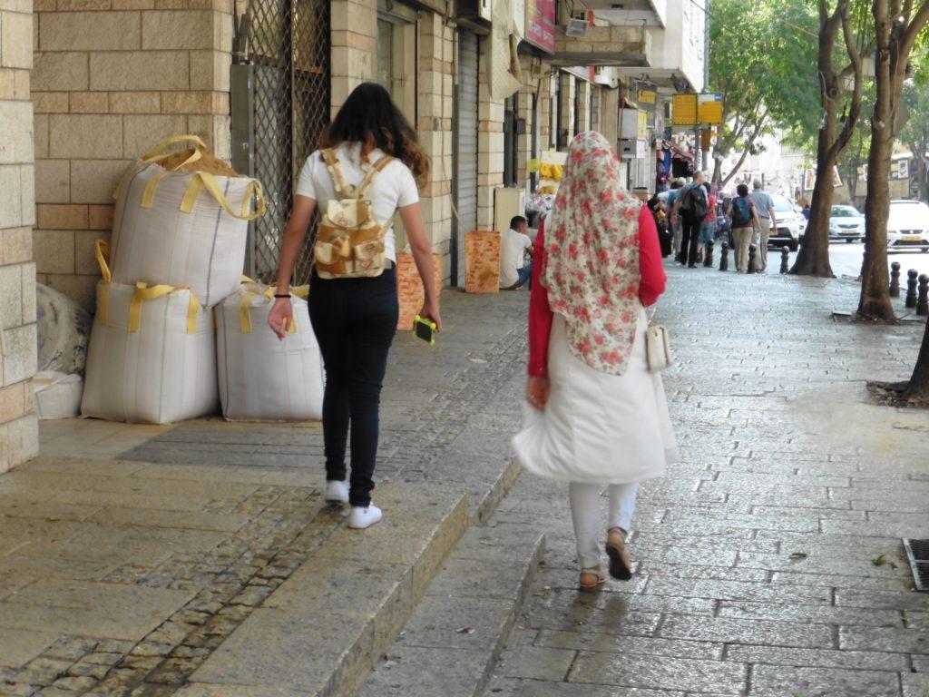 Straßenbild In Nazareth: christlich-arabische Vielfalt