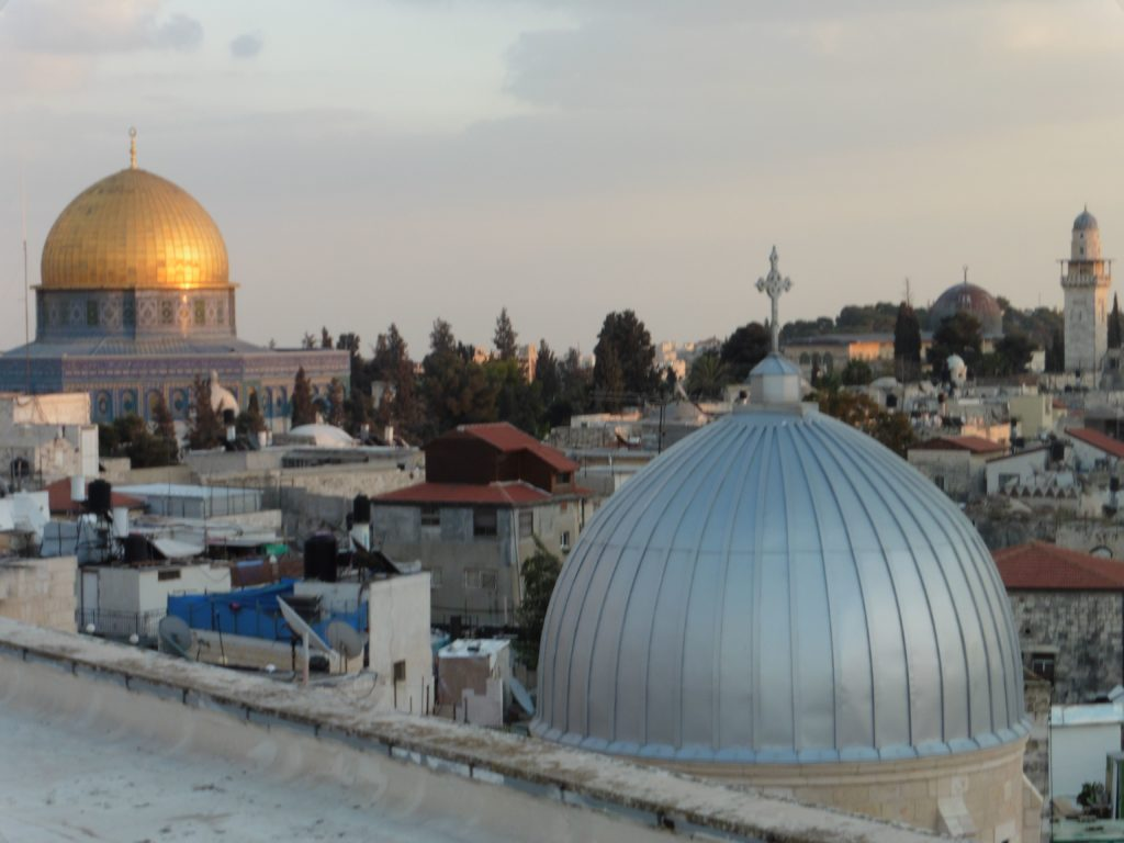 Blick von der Dachterasse des österreichischen Hospiz das sich in der Altstadt und damit in Ostjerusalem befindet