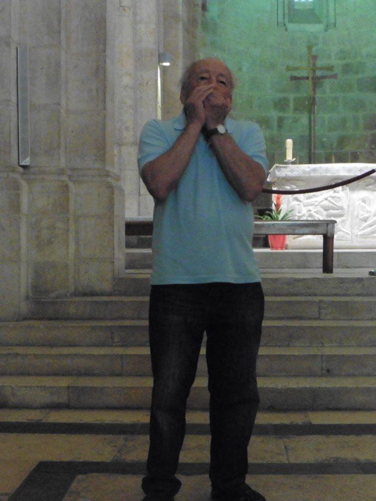 beeindrucken: Reuven mit seiner Mundharmonika